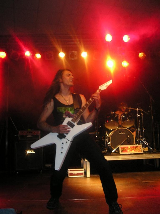 live 20110307 1315447555 - LGD - guitar - -