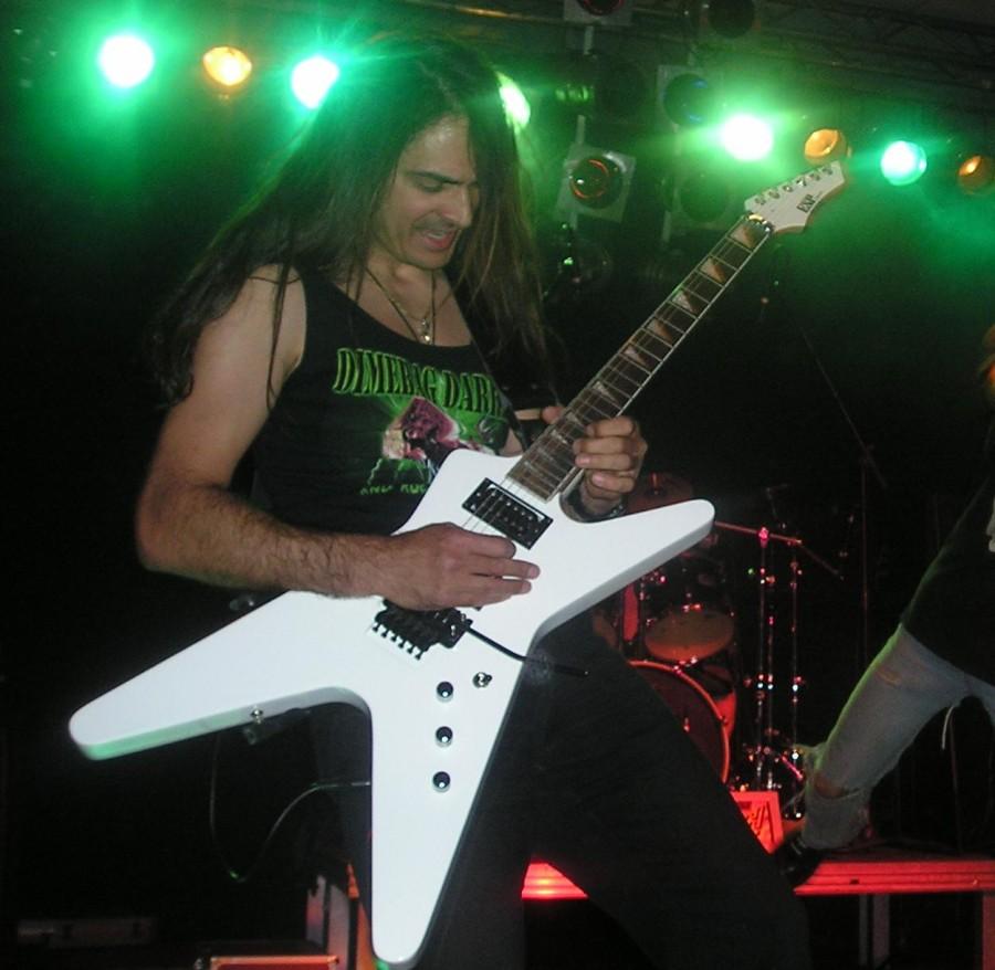 live 20110307 1551858154 - LGD - guitar - -