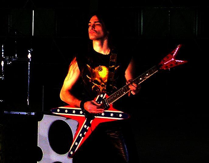 live 20110308 2030243255 - LGD - guitar - -