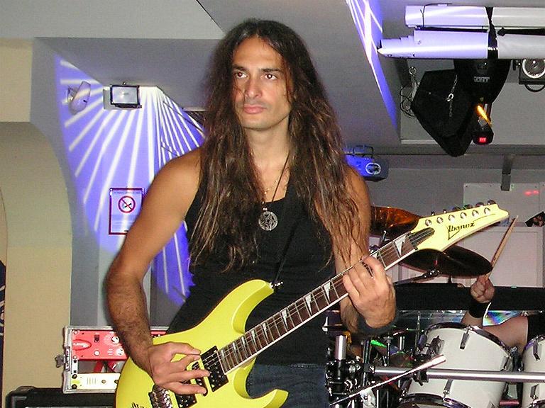 live 20110309 1186870559 - LGD - guitar - -